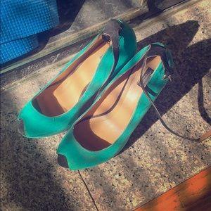 Green Zara wedge pumps 6.5